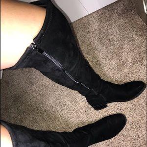 BLACK KNEE-LENGTH BOOTS